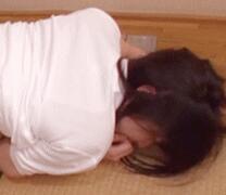 日本美妇翘臀露b跪迎服务 激情抽插嘿咻做爱动态图